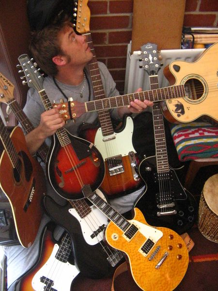 Guitar - Ukulele - Mandolin - Lapsteel Slide Guitar - Bass Guitar